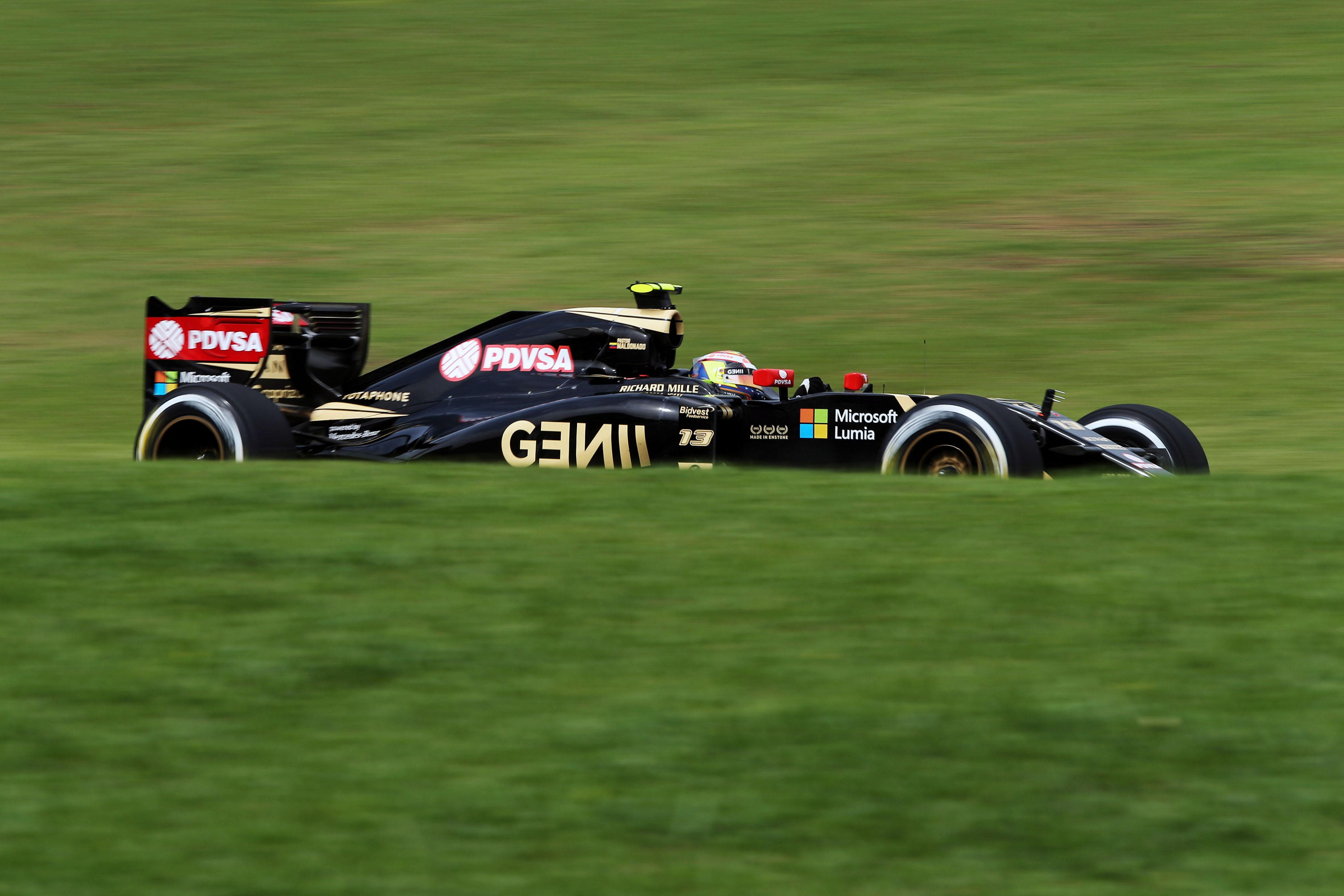 Lotus F1 Team col cuore a Parigi
