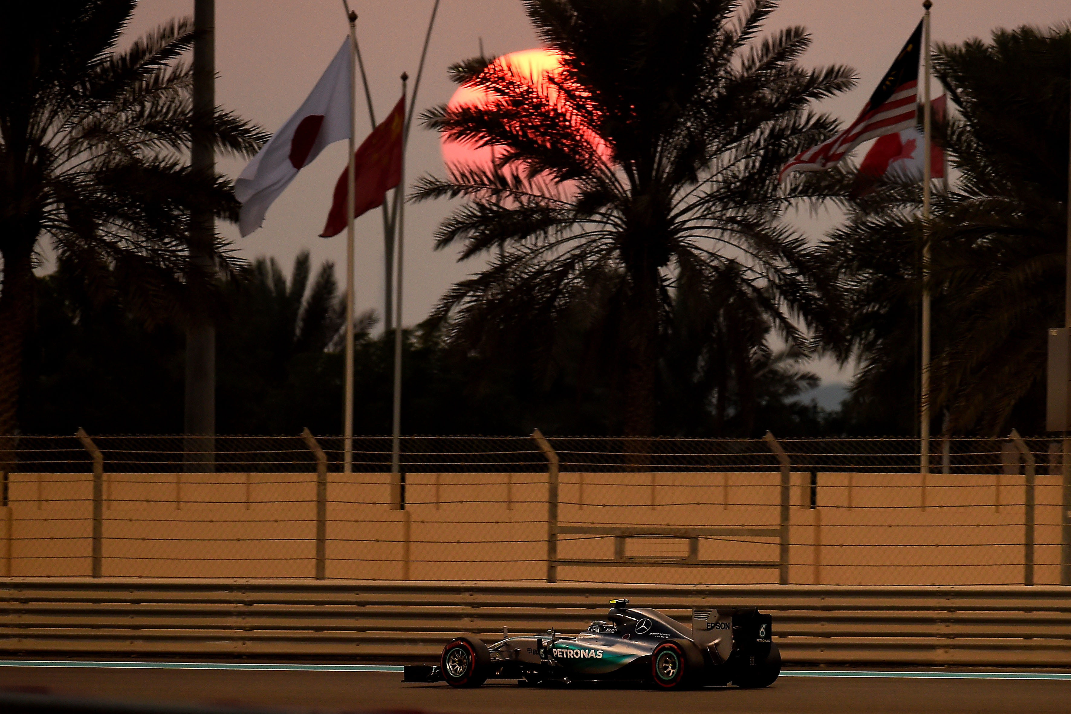 Abu Dhabi: Rosberg e supersoft in pole