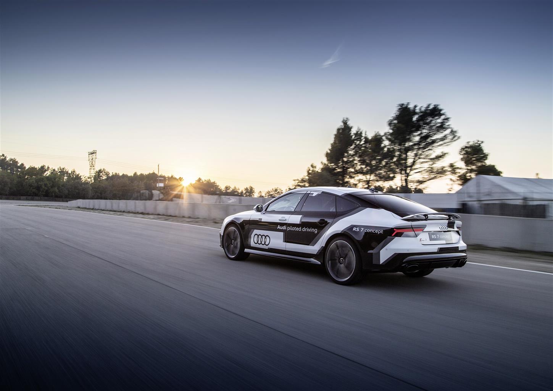 Audi RS 7 piloted driving affronta la pista