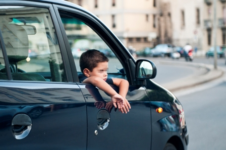 Bambini in auto: il 50% non sicuri