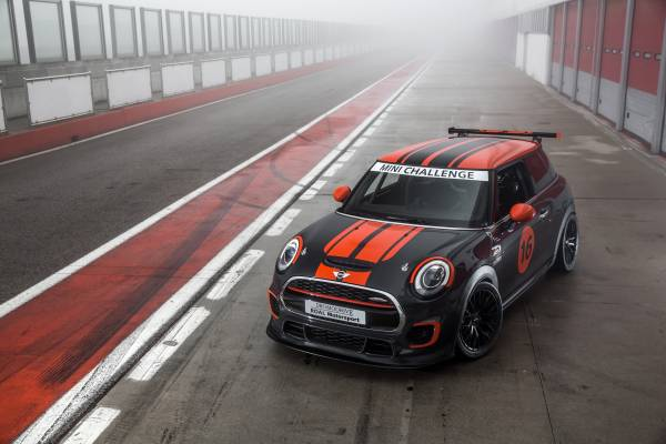MINI torna in pista con il MINI Challenge 2016