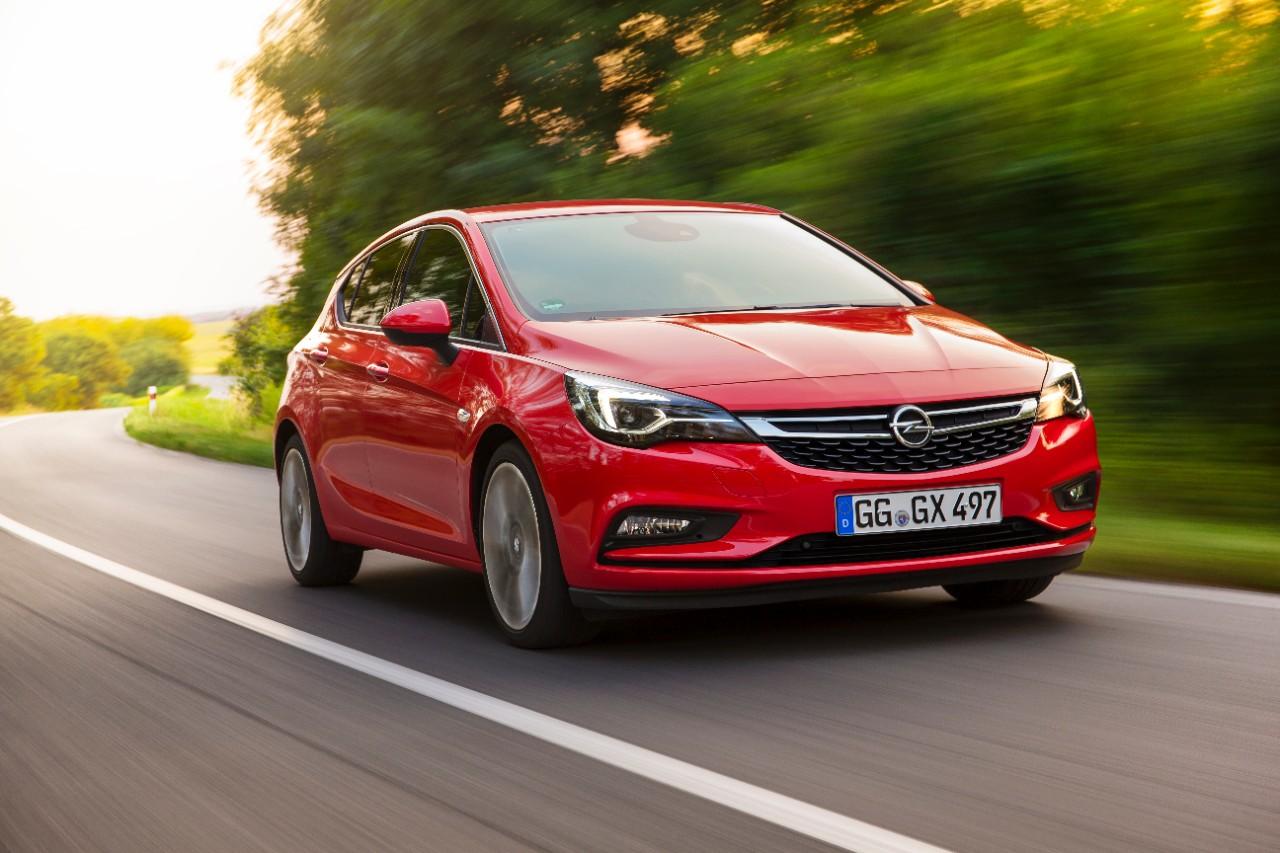 Opel Astra tra i 7 finalisti Auto dell'Anno 2016