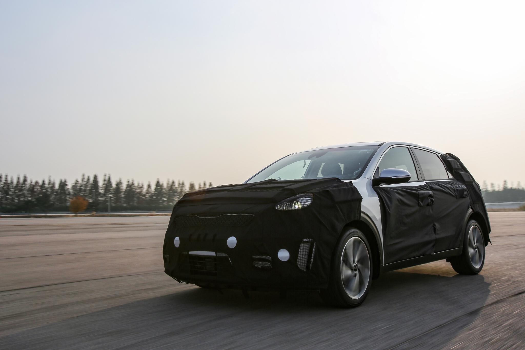 Kia annuncia l'avveniristica Niro Hybrid
