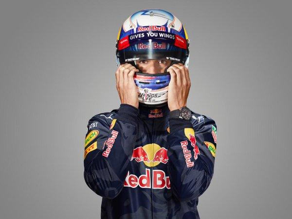 Ricciardo not ruling out more Ferrari rumours