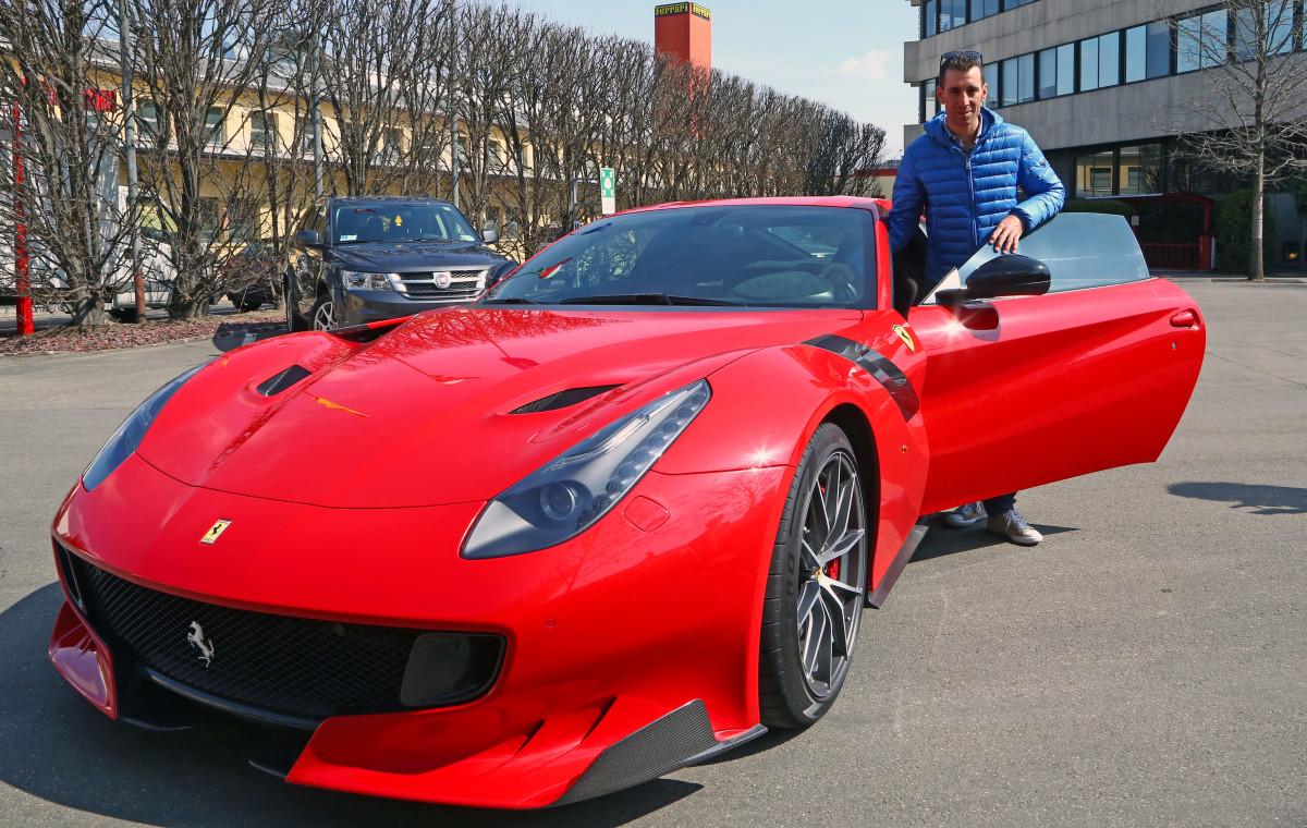 Nibali stregato dalla Ferrari F12tdf