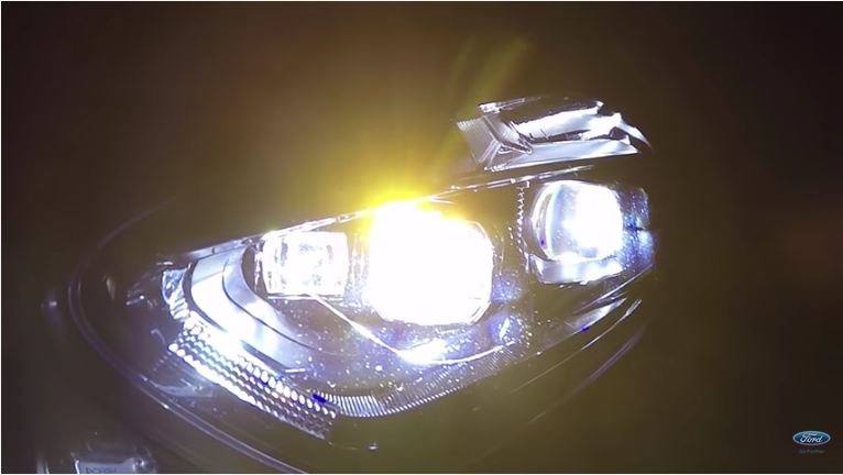 Fari adattivi Ford: meno rischi e più visibilità