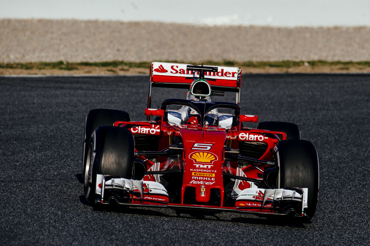 Vettel prova Halo e tutte le mescole in 54 giri
