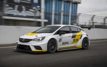 Opel Astra TCR al debutto in Bahrain