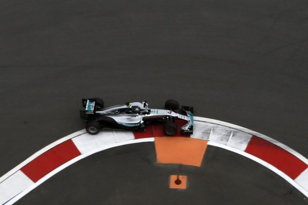 Russia: Mercedes e Ferrari nelle FP1