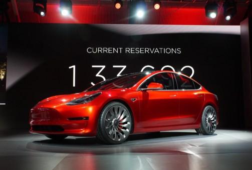 Tesla Model 3: boom di ordini