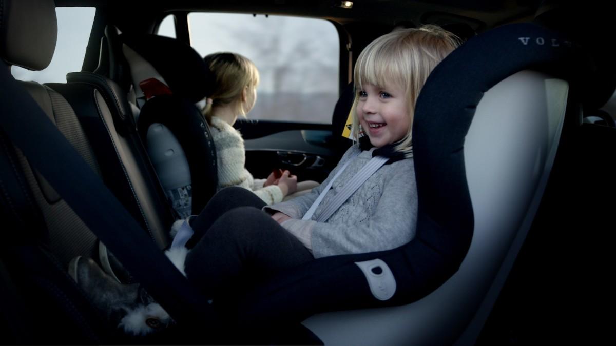 Volvo: nuova generazione di sedili per bambini