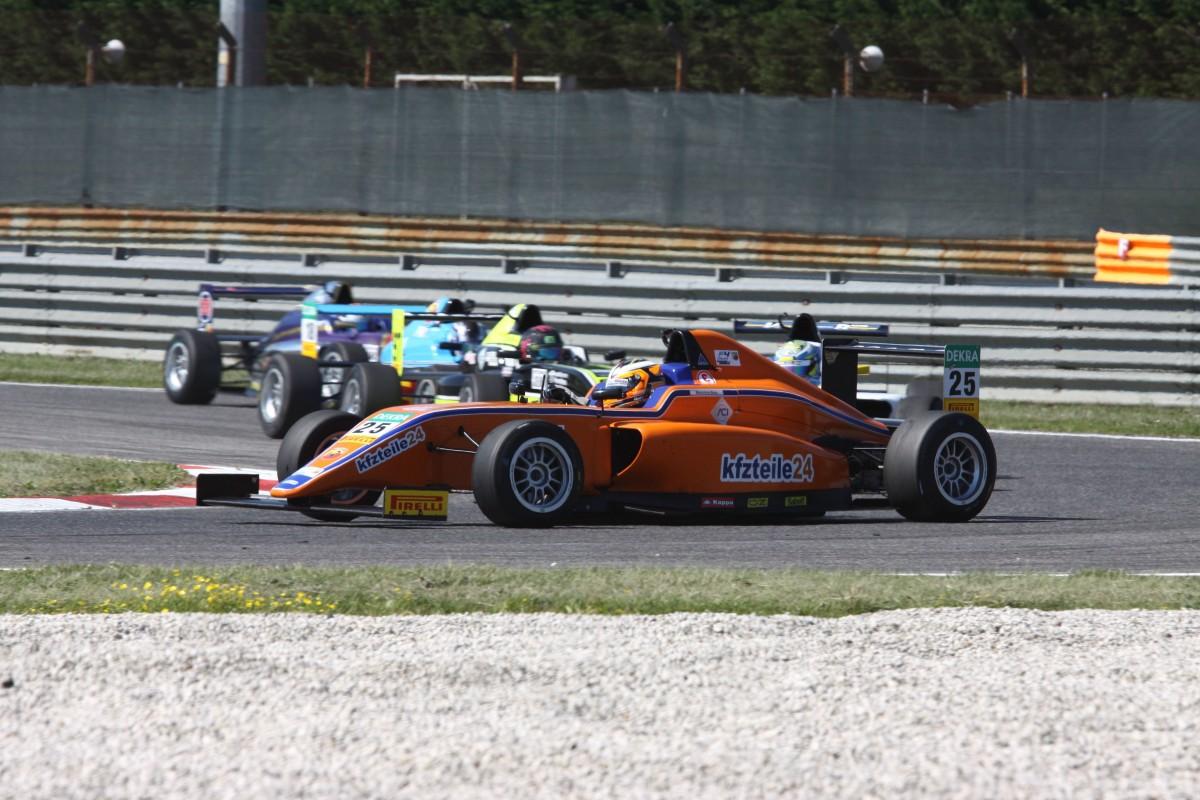 Italian F4: Baiz, Vieira e Cunati sul podio di Gara 1