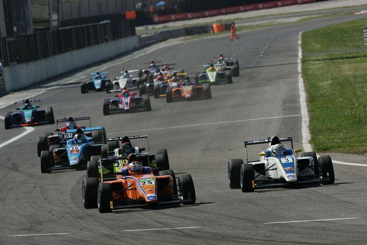Italian F4: a Baiz la gara finale del weekend