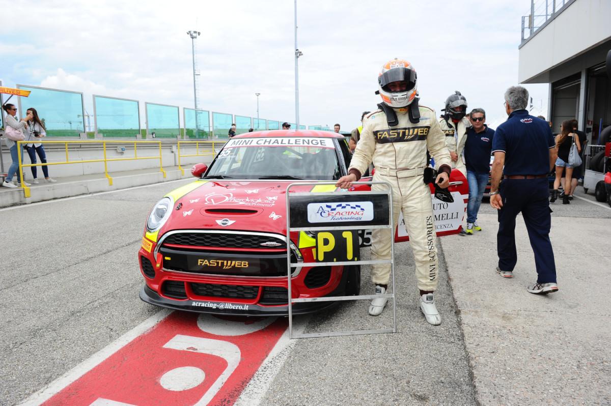 MINI Challenge: Tramontozzi vince Gara 1 a Misano