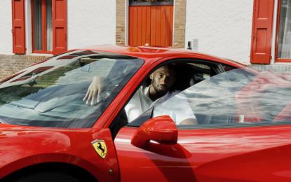 Il campione NBA Kobe Bryant in visita alla Ferrari
