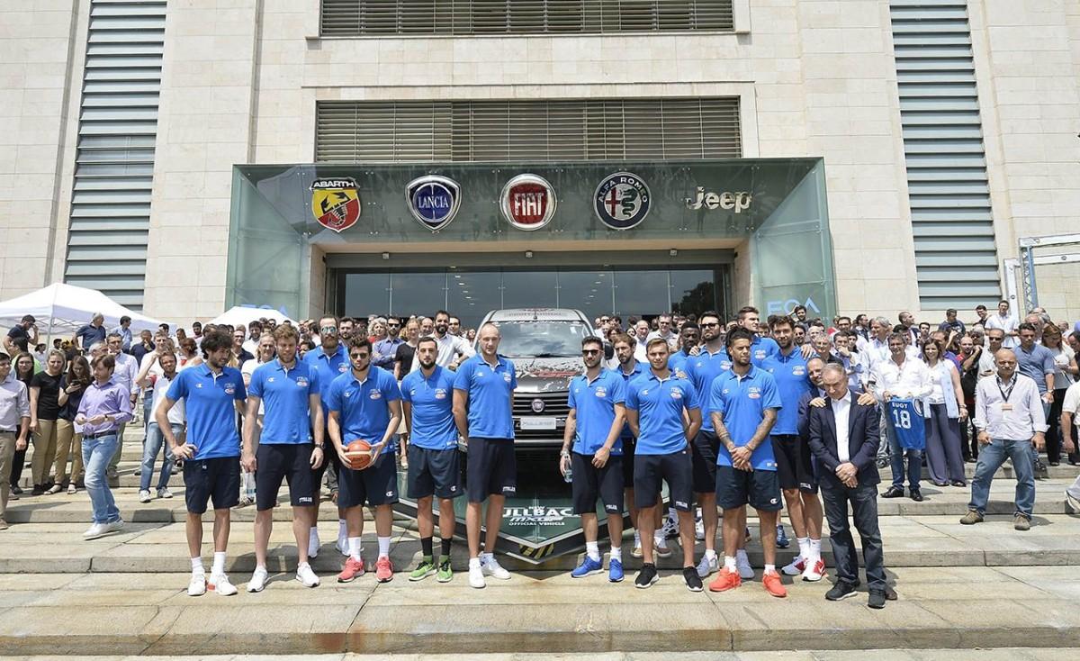 Gli Azzurri del basket nella sede FCA di Torino