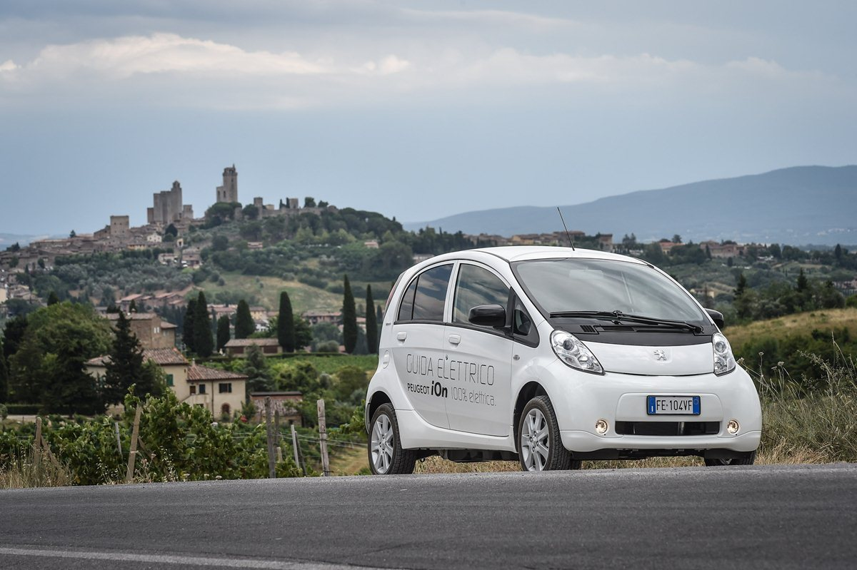 San Gimignano: silenzio! Si gira con Peugeot