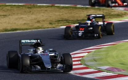 Alonso e Hamilton: stili diversi anche in frenata