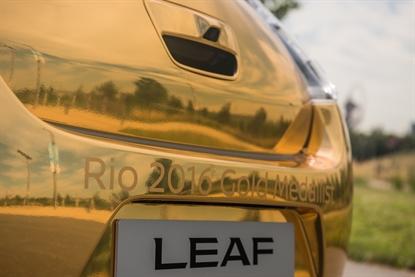 Nissan celebra Whitlock con una LEAF dorata