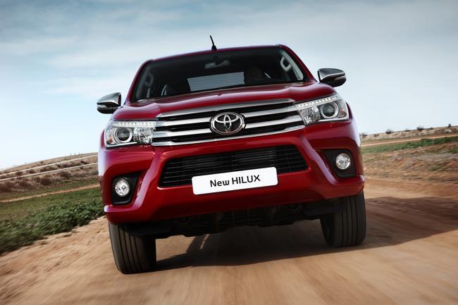 Nuovo Toyota Hilux: l'invincibile si rinnova