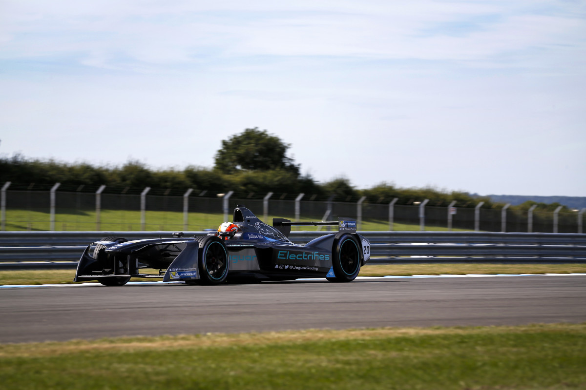Formula E: la Jaguar I-Type in pista