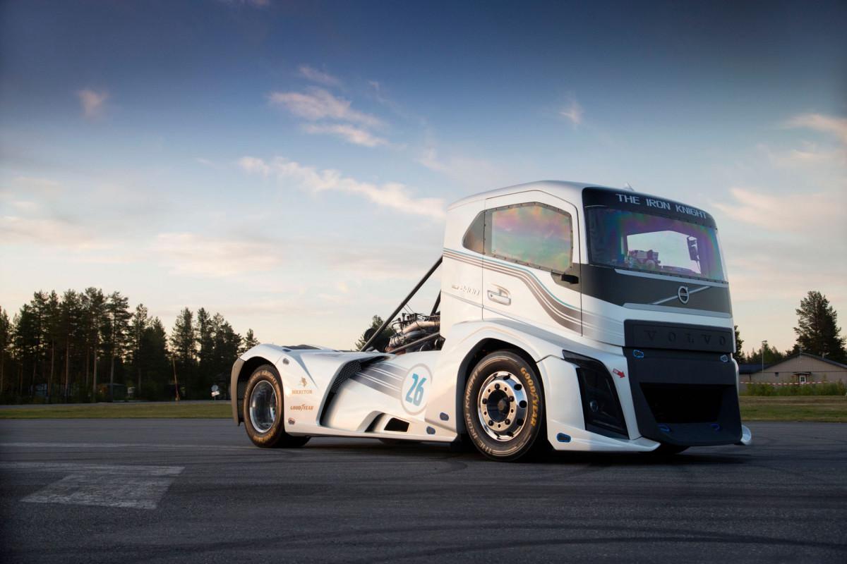 Goodyear con Volvo Trucks per due record del mondo