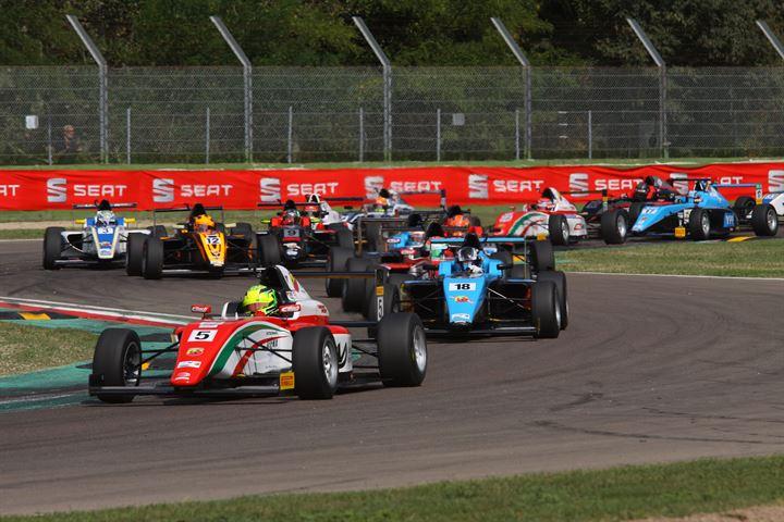 F4: Van Uitert vince Gara 1 a Imola