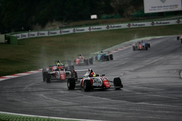 F4: Guzman e Schumacher vincono Gara 1 e 2