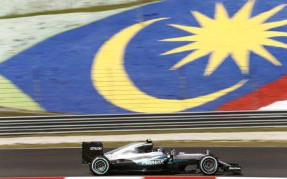 GP Malesia: pole con record per Hamilton