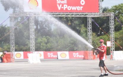 Kimi Raikkonen vigile del fuoco in Malesia
