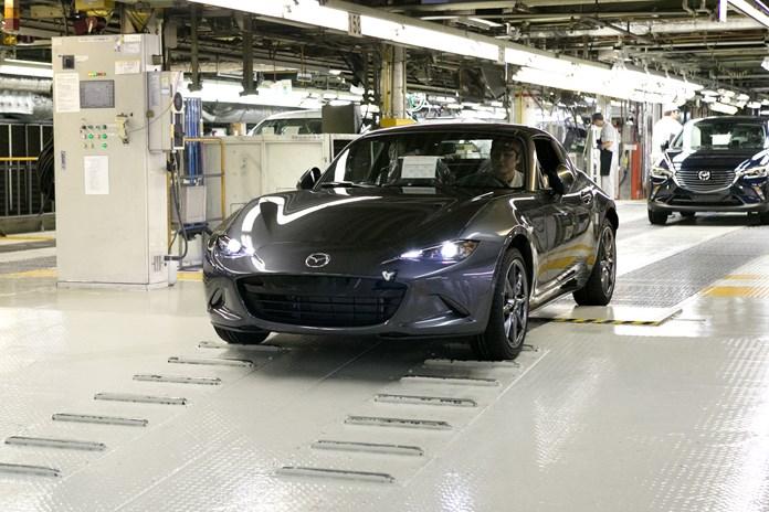 Mazda inizia la produzione della MX-5 RF