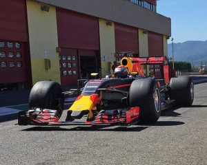 Horner loda i pneumatici Pirelli 2017