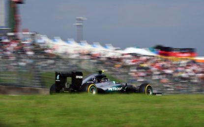 GP Giappone: terza pole consecutiva per Rosberg a Suzuka
