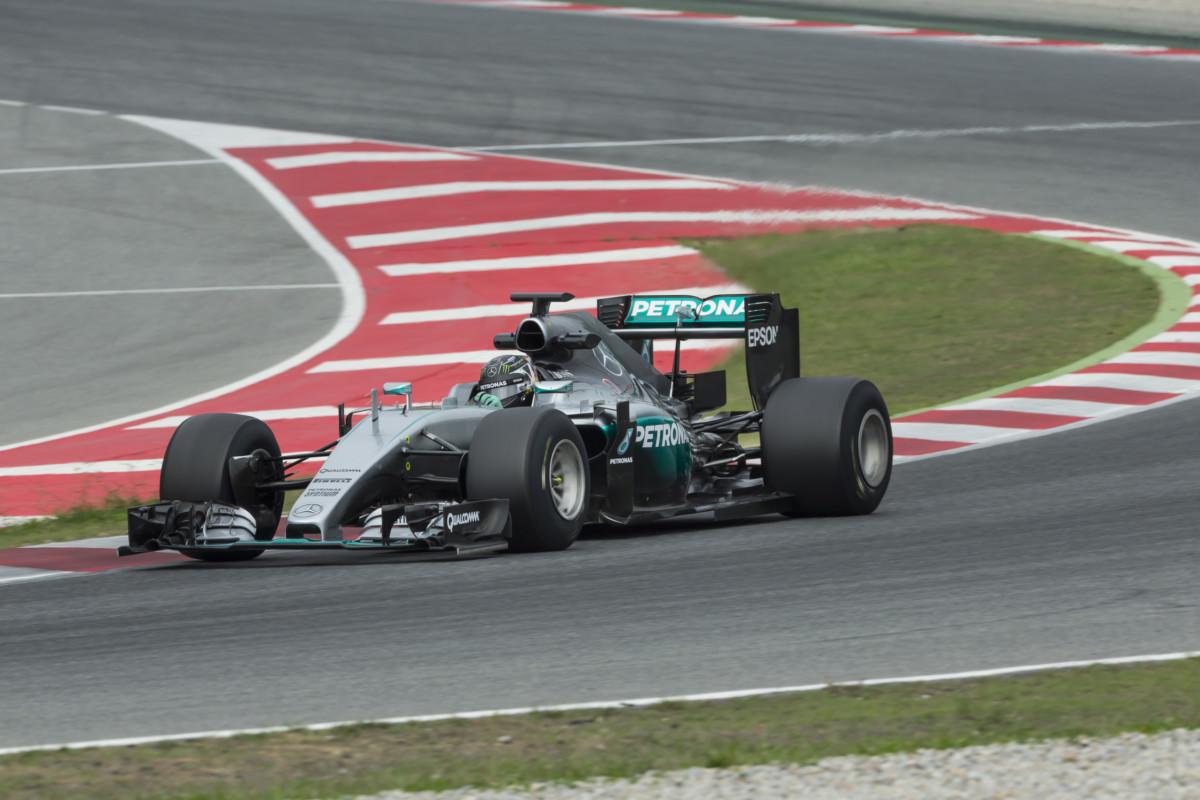 Primo giorno di test Mercedes/Pirelli 2017