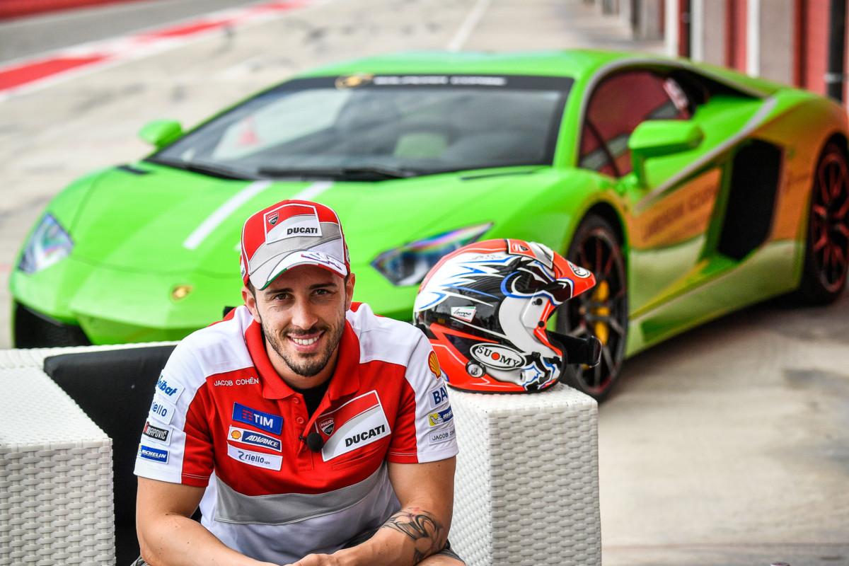Andrea Dovizioso in gara a Valencia con la Lamborghini