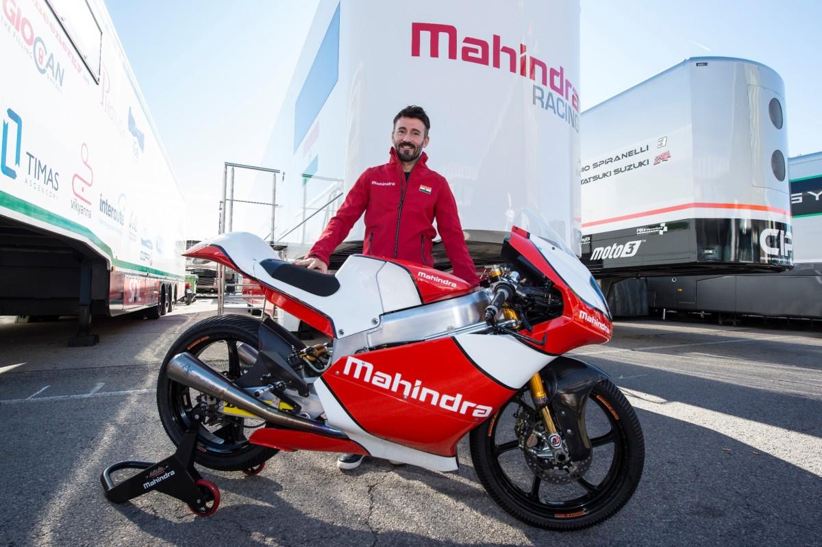 Max Biaggi team manager con Mahindra Racing