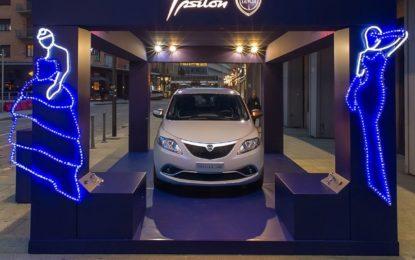 Lancia Ypsilon illumina il centro di Milano