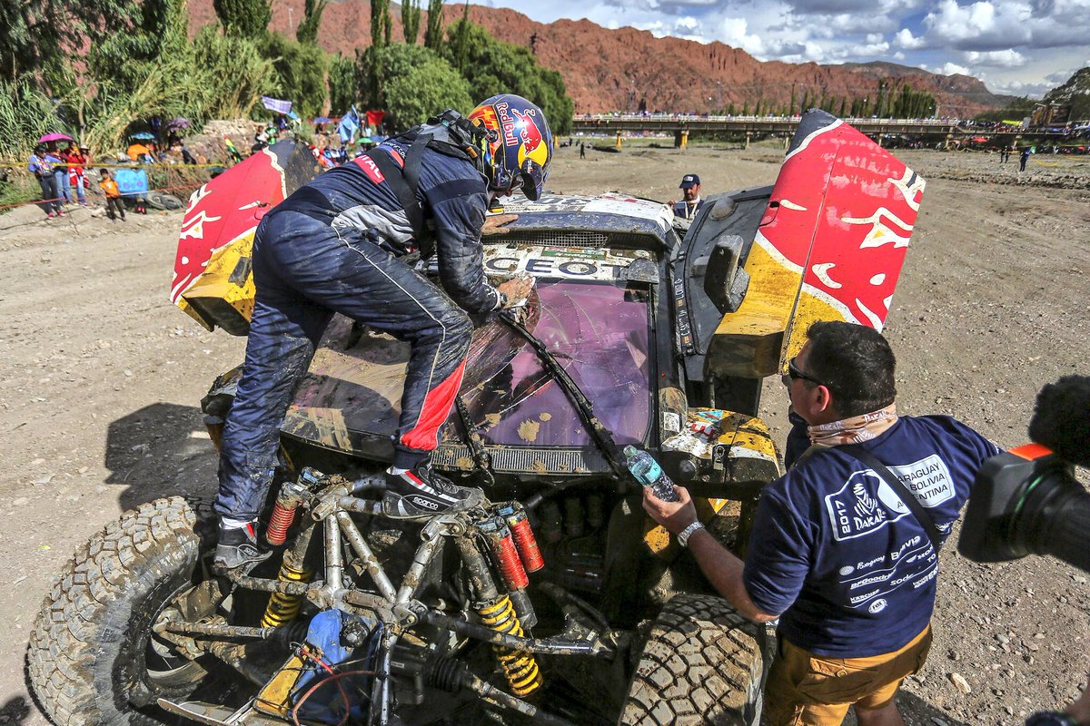 Dakar: Carlos Sainz costretto al ritiro