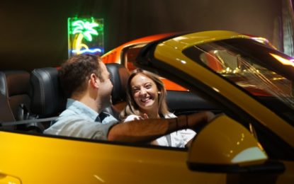 Tinder e Ford: appuntamento al buio in Mustang!