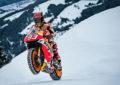 Marquez in moto sulla neve delle Alpi austriache