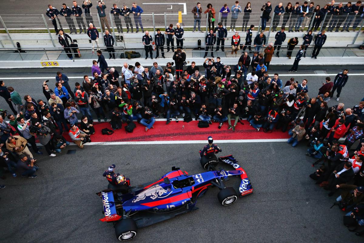 E dulcis in fundo la Toro Rosso STR12