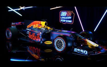 Red Bull Racing RB13: ridendo delle superstizioni!