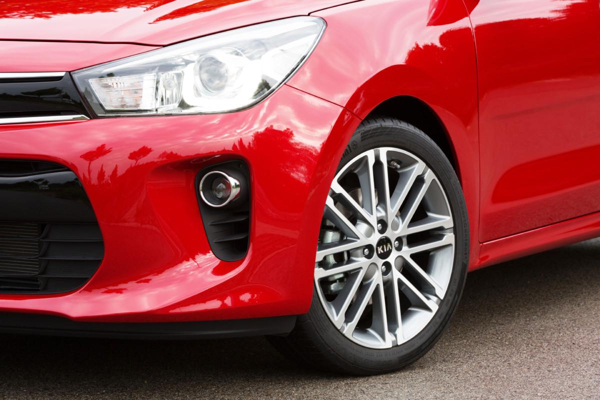 Assicurazione auto online: conviene la polizza pneumatici?