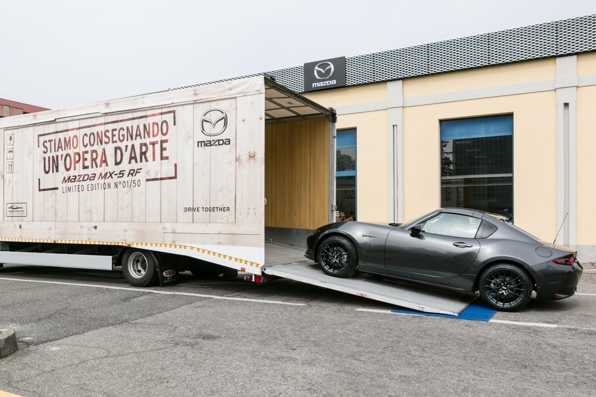 Mazda MX-5 RF Limited Edition: consegna speciale