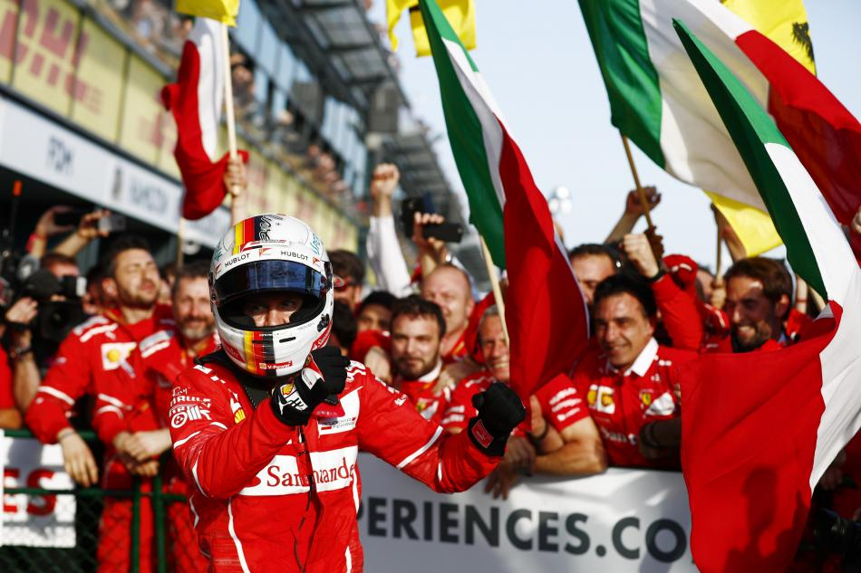 E sulla vittoria Ferrari piombano i politici