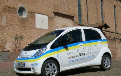 """Una Peugeot iOn per la """"Misericordia"""" di San Gimignano"""