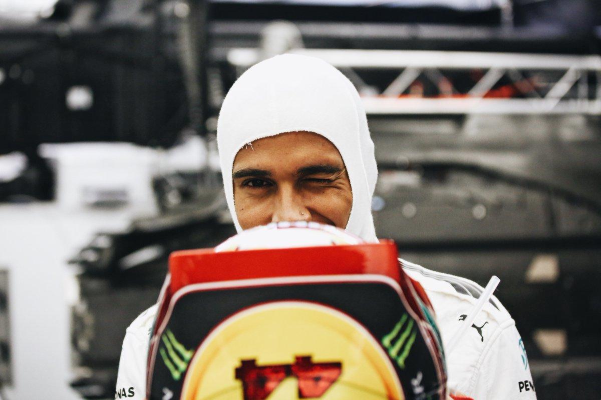 """Hamilton: """"Non penso niente di Rosberg"""""""