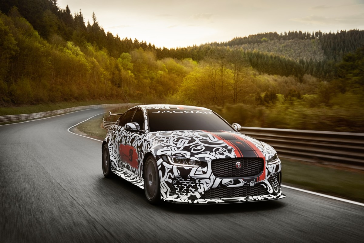 Jaguar SVO svela la XE SV PROJECT 8