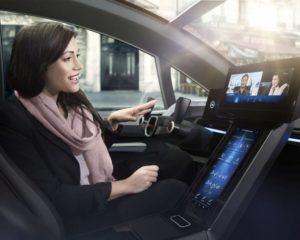Guida autonoma: ci umilia o ci solleva?
