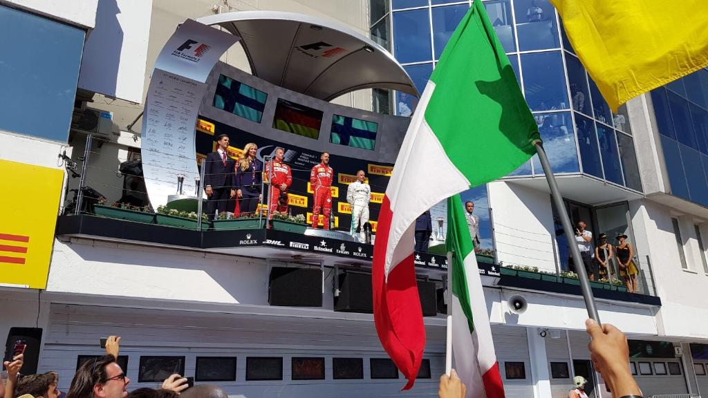 Ungheria: Ferrari imprendibile, fair play in casa Mercedes